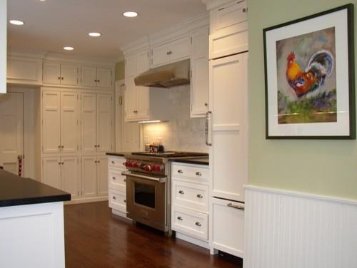 glencoe kitchen remodel with molding.jpg